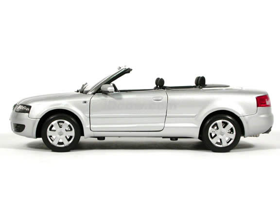2004 Audi A4 Cabriolet diecast model car 1:18 scale die cast by Welly - Silver