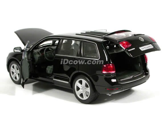 2004 Volkswagen Touareg V10 diecast model SUV 1:18 scale die cast by Welly - Black