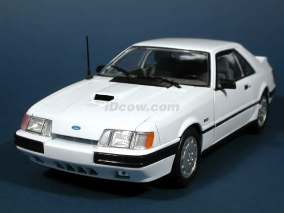 1986 Ford Mustang SVO diecast model car 1:18 scale die cast by Welly - White
