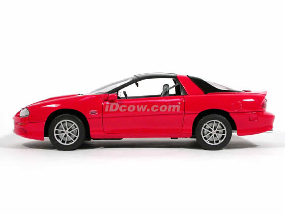 2002 Chevrolet Camaro SS 35th Anniversary diecast model car 1:18 scale die cast by Welly - Red 9861W
