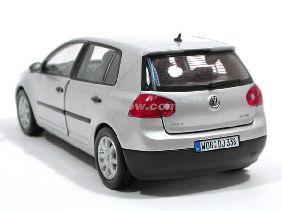 2006 Volkswagen Golf V diecast model car 1:18 scale die cast by Welly - Silver 12548w
