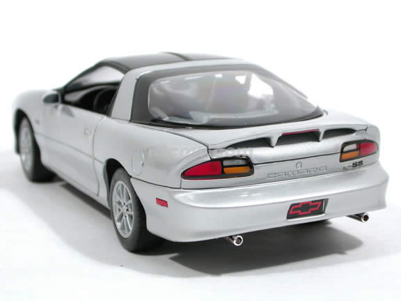 2002 Chevrolet Camaro SS diecast model car 1:18 scale die cast by Welly - Silver 9861W