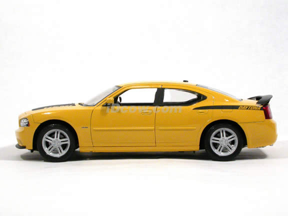2006 Dodge Charger diecast model car 1:18 scale Daytona R/T by Welly - Yellow 18003W
