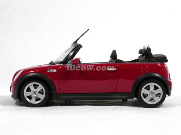 2006 Mini Cooper S diecast model car 1:18 scale cabrio by Welly - Red Cabrio