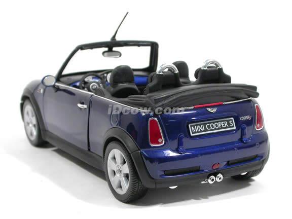 2006 Mini Cooper S diecast model car 1:18 scale cabrio by Welly - Blue Cabrio