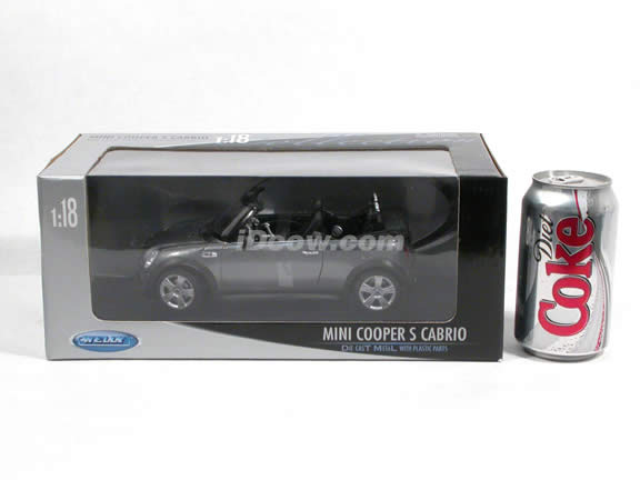 2006 Mini Cooper S diecast model car 1:18 scale cabrio by Welly - Metallic Grey Cabrio