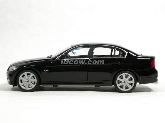 2008 BMW 330i diecast model car 1:18 scale die cast by Welly - Black 12561w