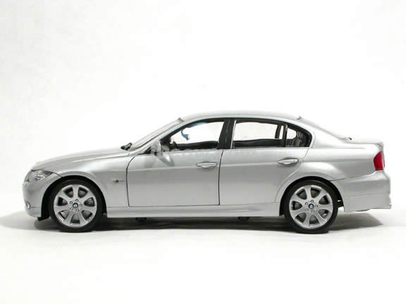 2008 BMW 330i diecast model car 1:18 scale die cast by Welly - Silver 12561w