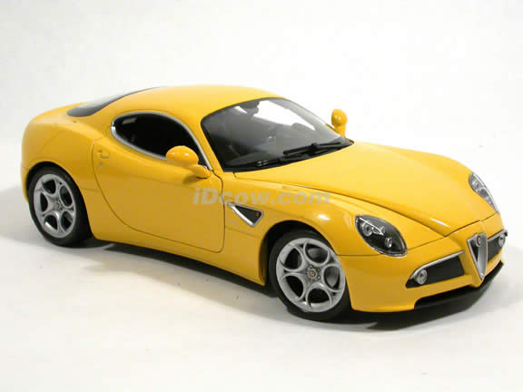 2008 Alfa Romeo 8C diecast model car 1:18 scale Competizione by Welly - Yellow 18013w