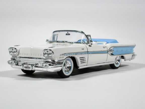 1958 Pontiac Bonneville diecast model car 1:18 scale die cast by Yat Ming - Baby Blue
