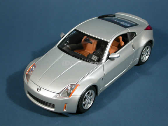 2003 Nissan 350Z diecast model car 1:18 scale die cast by Yat Ming - Silver