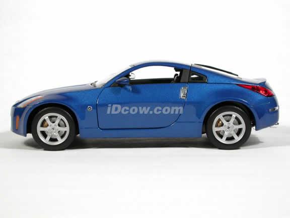 2003 Nissan 350Z diecast model car 1:18 scale die cast by Yat Ming - Blue