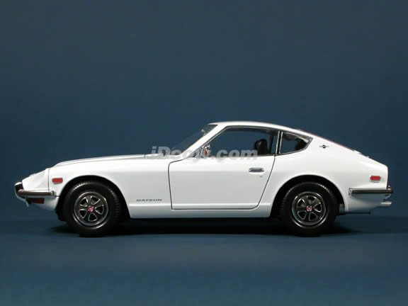 1970 Datsun 240Z diecast model car 1:18 scale die cast by Yat Ming - White