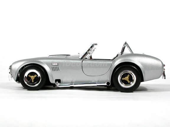 1964 Shelby Cobra 427 S/C diecast model car 1:18 scale die cast by Yat Ming - Silver & Black Racing Stripes
