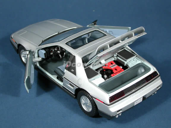 1985 Pontiac Fiero GT diecast model car 1:18 scale die cast by Yat Ming - Silver