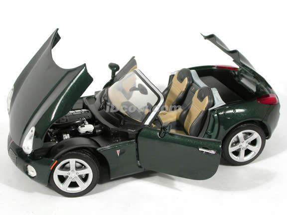 2006 Pontiac Solstice diecast model car 1:18 scale die cast by Yat Ming - Metallic Green