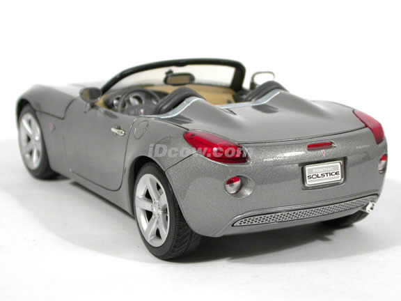2006 Pontiac Solstice diecast model car 1:18 scale die cast by Yat Ming - Silver