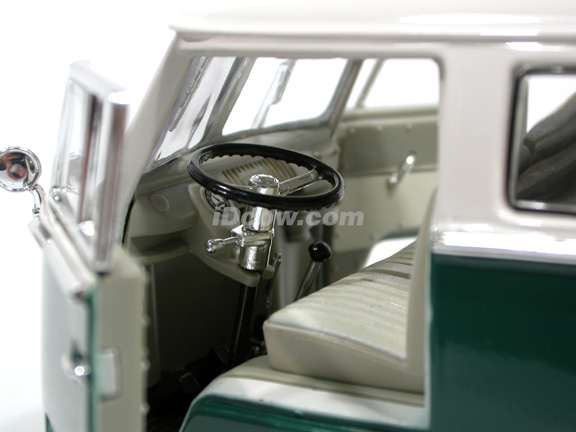 1962 Volkswagen Microbus diecast model car 1:18 scale die cast by Yat Ming - Green White 92327