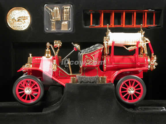 1914 Ford Model T Fire Engine diecast model car 1:18 scale die cast by Signature Yat Ming